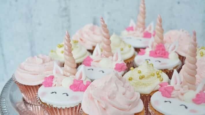 Porcukor Kezmuves Cukraszmuhely Szeged Design Cupcake Referencia Unikornis Cupcake Rozsaszin Feher