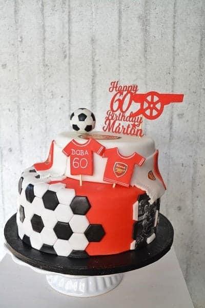Porcukor Kezmuves Cukraszmuhely Szeged Design Torta Referencia Arsenal Focis Torta Feher Piros