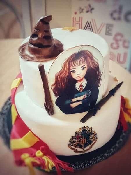 Porcukor Kezmuves Cukraszmuhely Szeged Design Torta Referencia Harry Potter Hermione Torta Feher Barna