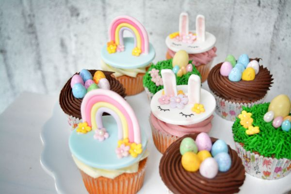 porcukor kezmuves cukraszmuhely szeged design cupcake referencia husveti cupcake