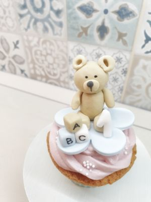 porcukor kezmuves cukraszmuhely szeged design cupcake referencia pasztell maci cupcake